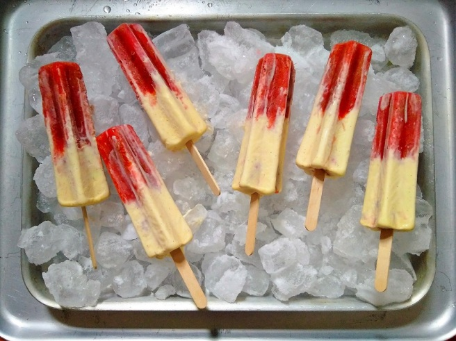 Frozen_rhubarb_and_custard_ice_lollies