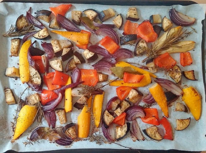 Assortment_of_ vegetables_and_herbs_freshly_roasted