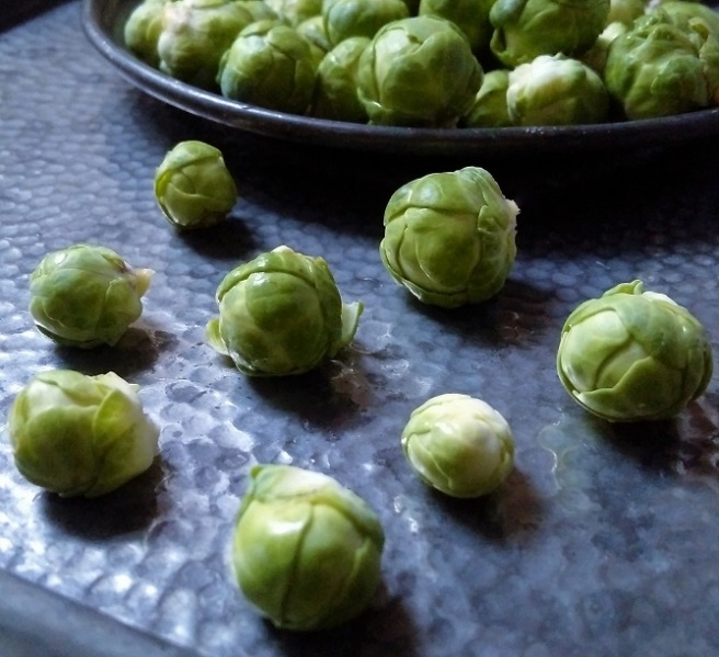 Ready_to_cook_fresh_Brussels_sprouts