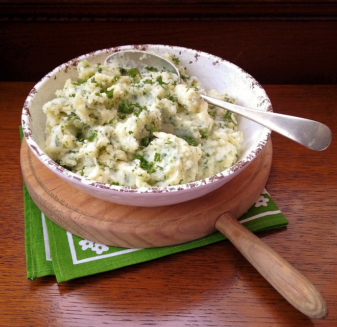 Mashed_potato_with_parsley_olive_oil_and_garlic