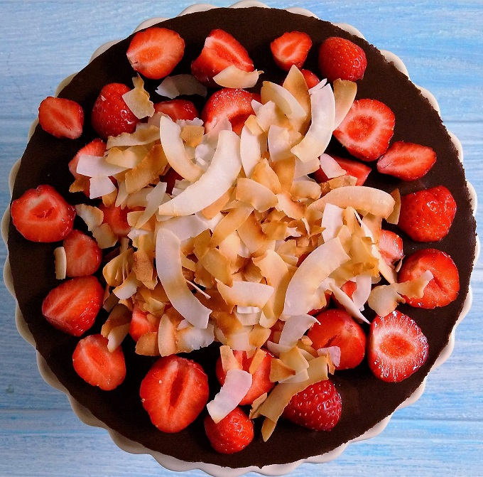 Vegan_gluten_free_chocolate_tart_with_coconut_topping