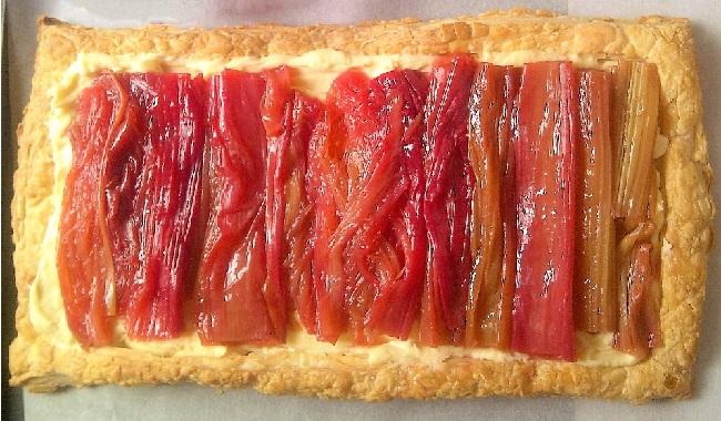 Rhubarb_and_custard_tart