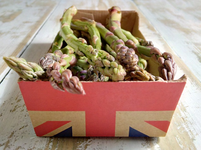 Freshly_harvested_British_asparagus