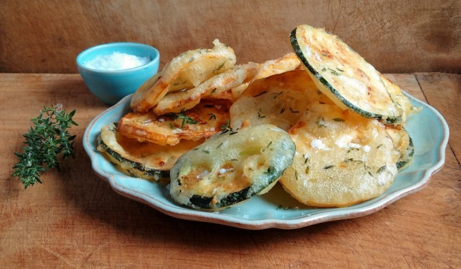 Freshly_cooked_courgette_fritters_in_a_thyme_flavoured_batter