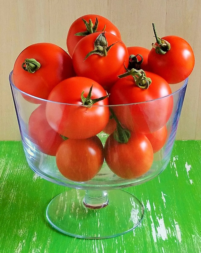 Bowl_of_freshly_picked_tomatoes
