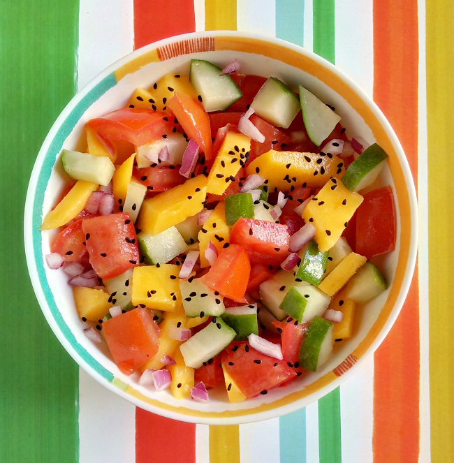 Bowl_of_fresh_tomato_cucumber_and_mango_salsa