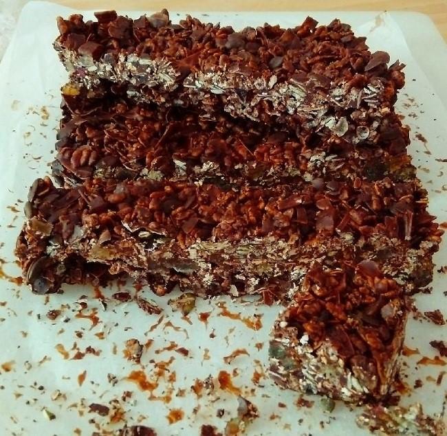Slab_of_dark_chocolate_granola_bar