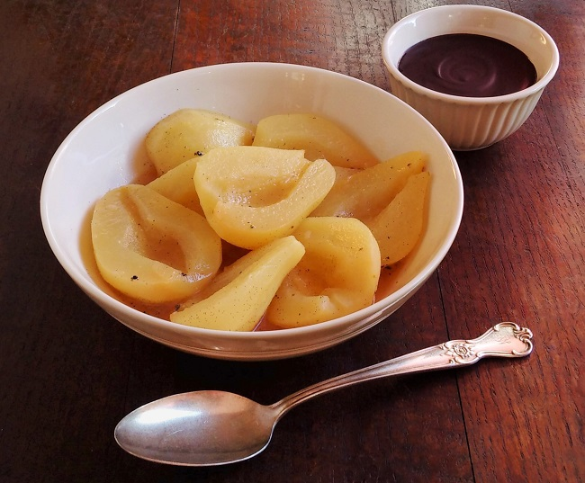 """Bowl_of_baked_pears_with_chocolate_""""butter"""""""