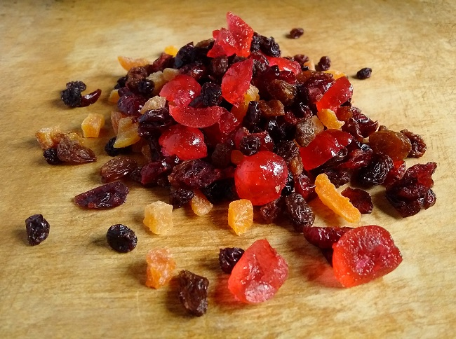 Pile_of_dried_fruit_for_Christmas_pudding