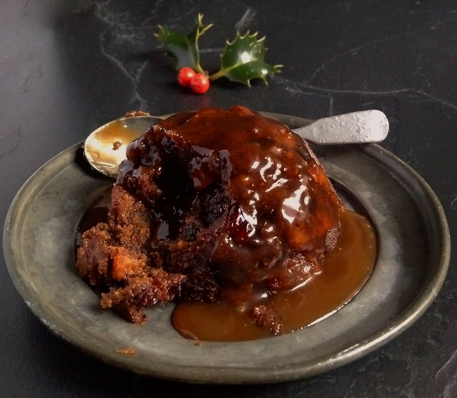 Individual_sticky_toffee_Christmas_pudding