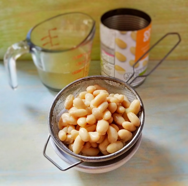 Canned_and_drained_cannellini_beans