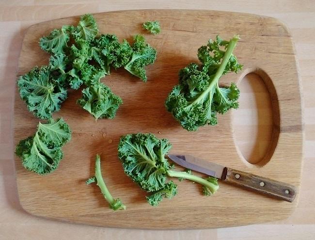 Preparing_stems_of_curly_Kale
