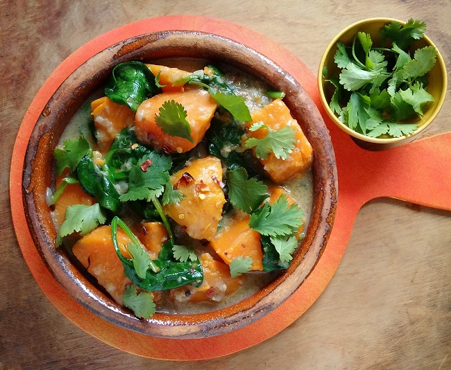 Serving_bowl_of_sweet_potato_coconut_and_spinach_stew