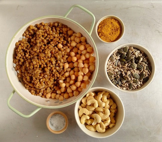 Group_of_all_the_ingredients_for_home-made_Bombay_mix