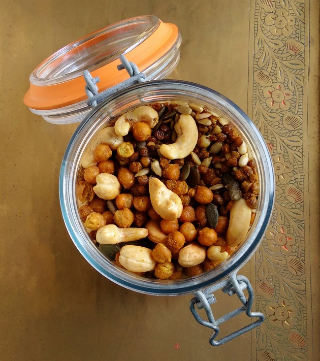 Open_kilner_jar_containing_home-made_Bombay_mix