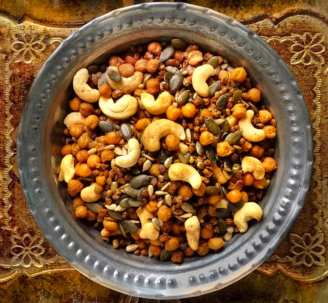 Plate_of_home-made_roast_chana_dal_nuts_and_seeds