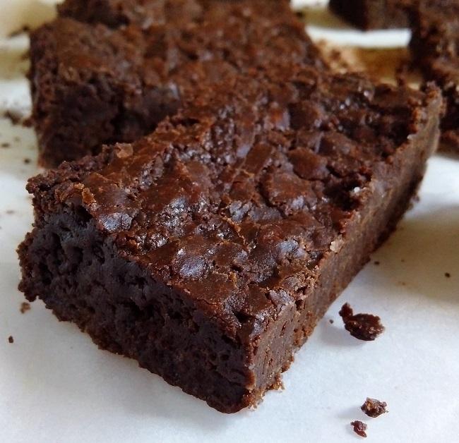 Just_sliced_still_warm_vegan_dark_chocolate_brownie