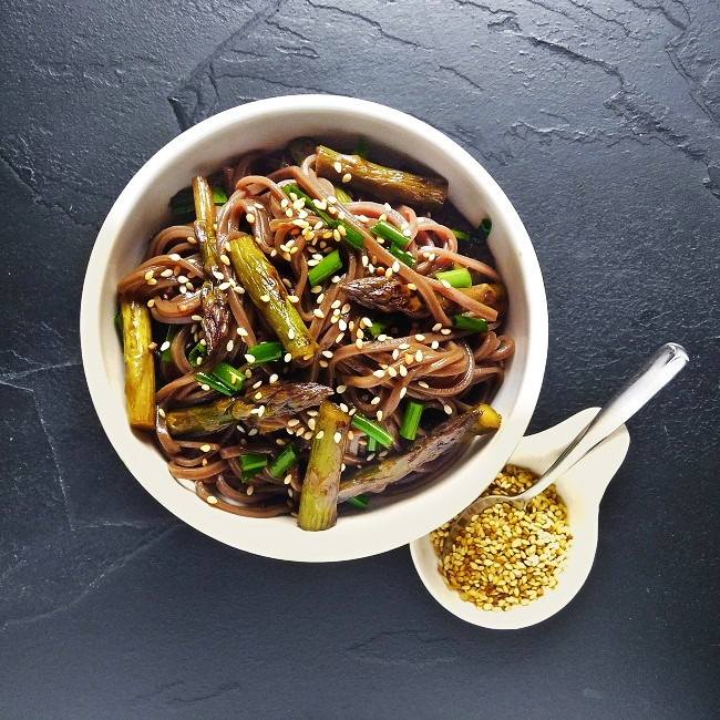 Soba_noodles_with_asparagus_Image_by_Kathryn_Hawkins