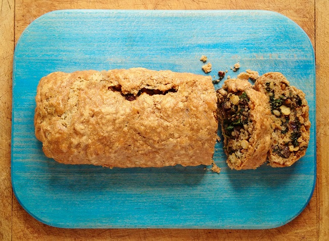 Freshly_baked_spiced_chickpea_spinach_and_sorrel_roll
