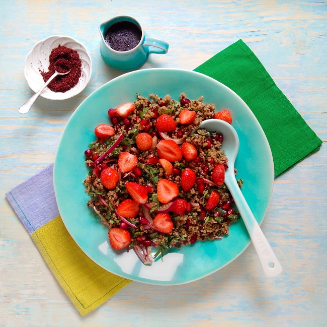Quinoa_with_fresh_strawberries_pomegranate_seeds_and_herbs