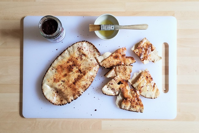 Toasted_gluten_free_pitta_breads_with_olive_oil_and_sumac_powder