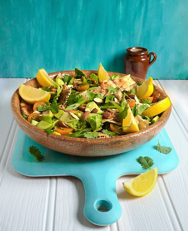Middle_Eastern_fattoush_salad_with_runner_beans