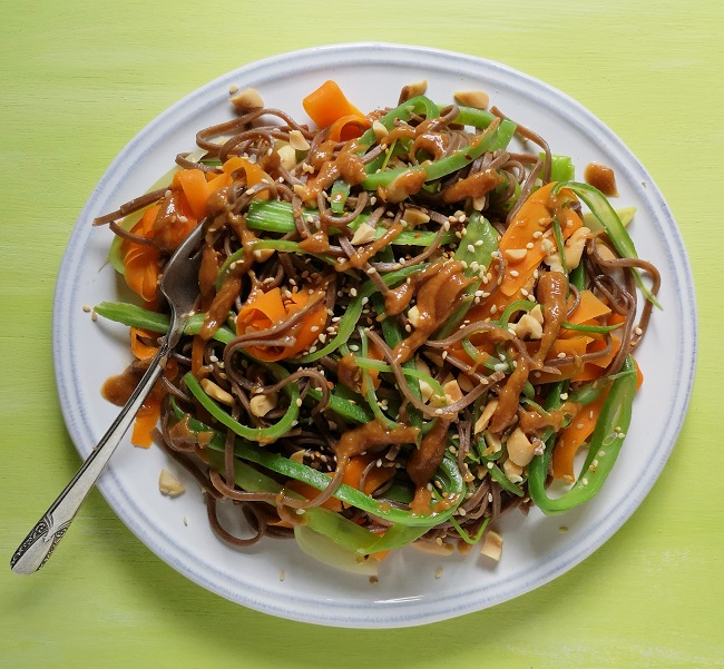 Plated_vegetable_noodles_with_peanut_dressing