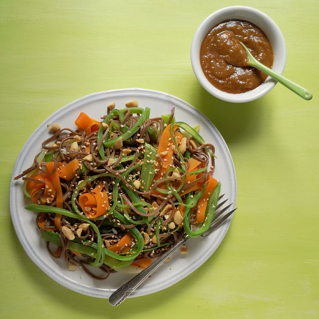 Runner_bean_and_peanut_soba_noodles_with_peanut_dressing