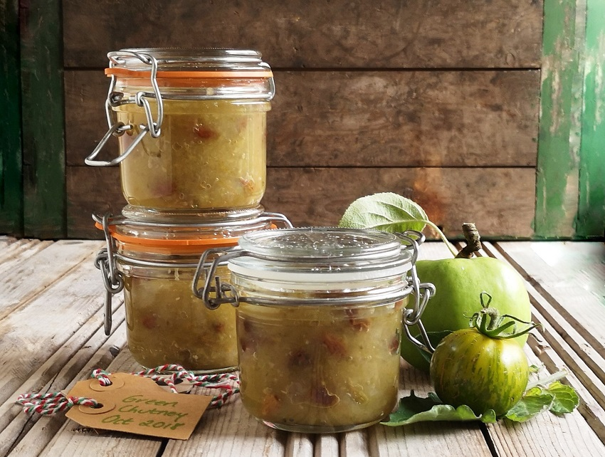 3_small_kilner_jars_of_home-made_green_chutney