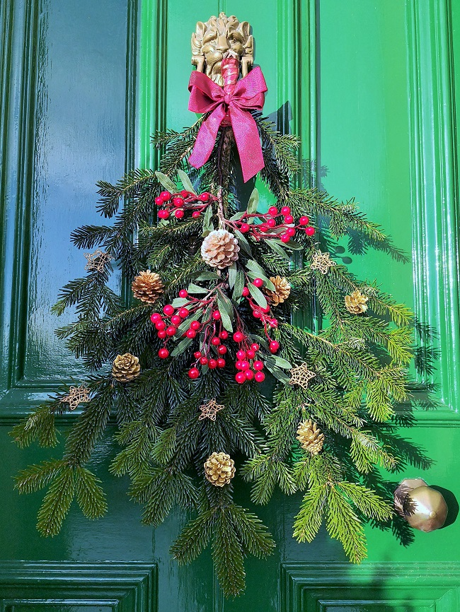 Pine_and_witer_foliage_door_hanging