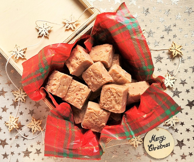 Home-made_squares_of_salt_and_caramel_nut_butter_fudge_in_gift-box_for_Christmas