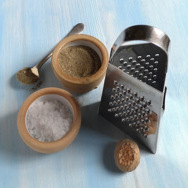 Coarse_salt_ground_black_pepper_whole_nutmeg