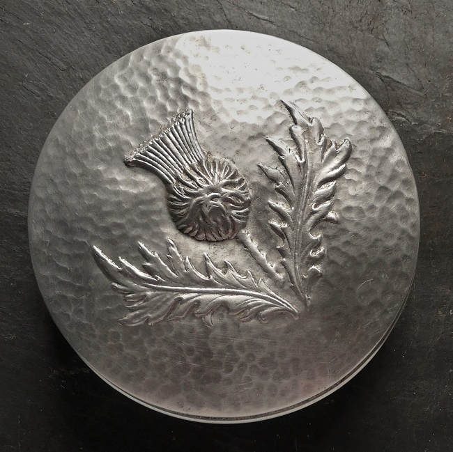 Aluminium_thistle_embossed_cake_tin