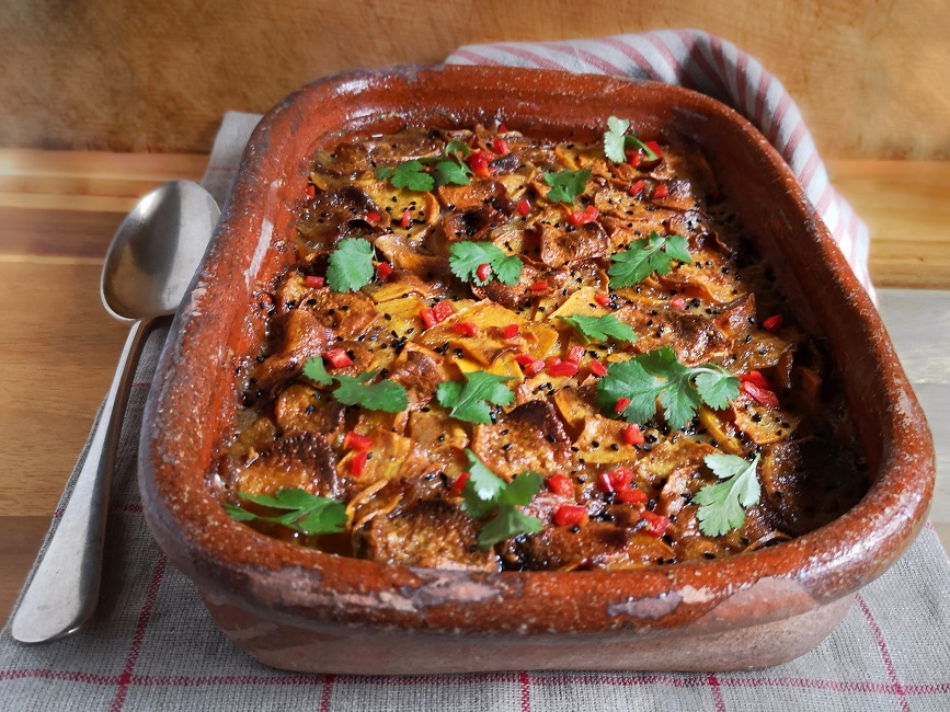 Whole_serving_dish_of_curried_root_vegetable_dauphinoise