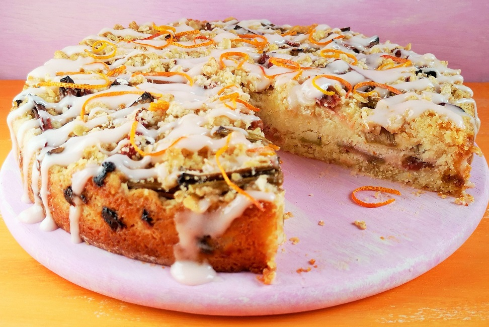 hubarb_and_orange_streusel_cake_with_slice_out