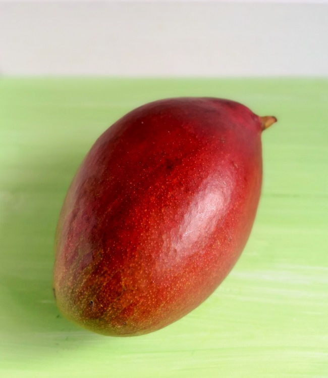 Whole_fresh_mango_fruit