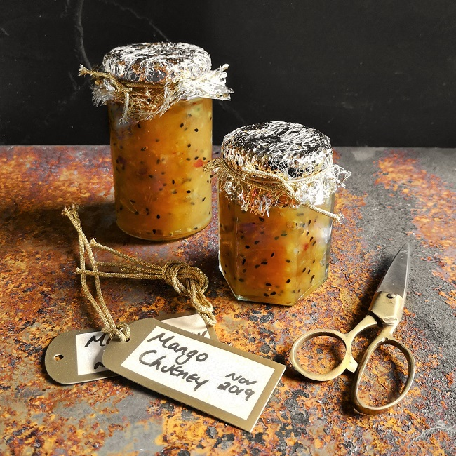 Homemade_mango_chutney_with_a_fstive_touch_ready_for_gifting