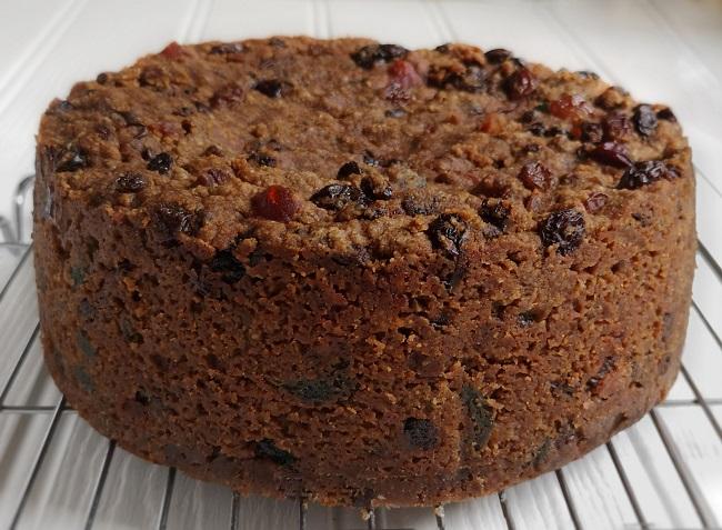 Gluten-free_dairy-free_vegan_Christmas_cake