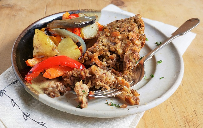 Plate_of_homemade_nut_loaf_and_roast_vegetables