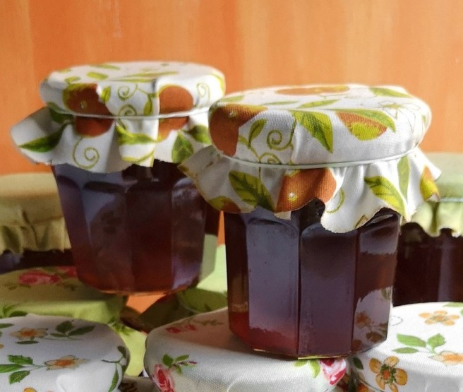 Jars_of_homemade_dark_Seville_ orange_marmalade