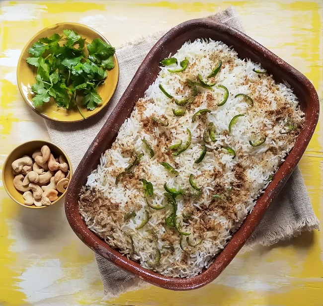 Indian-style_rice_and_peas_just_out_of_the_oven