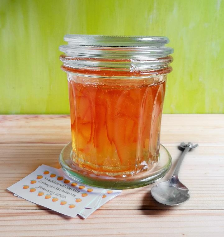 Large_confiture_jar_of_homemade_Seville_orange_marmalade