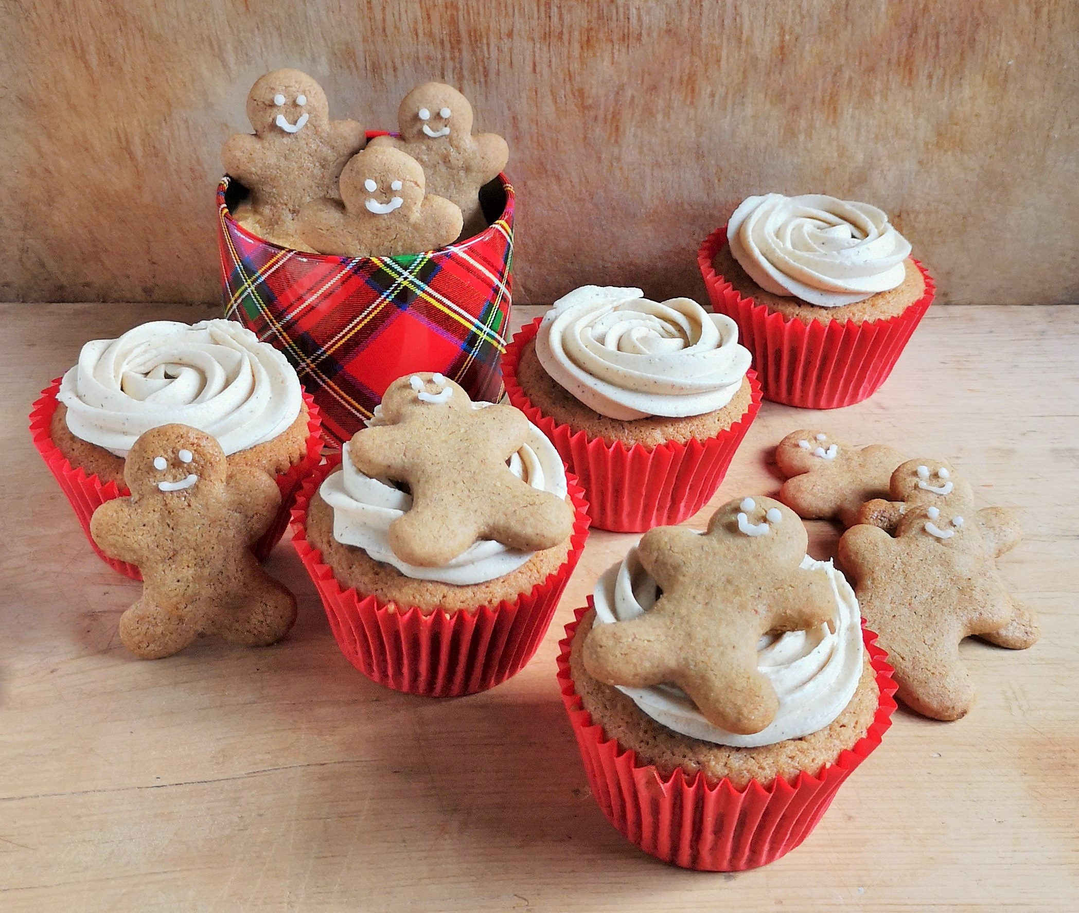 Ginger_cake_cupcakes_iced_and_decorated_with_mini_gingerbread_men