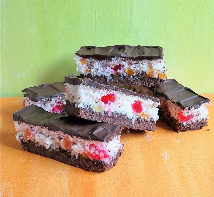 Slices_of_tutti_frutti_coconut_and_chocolate_cake