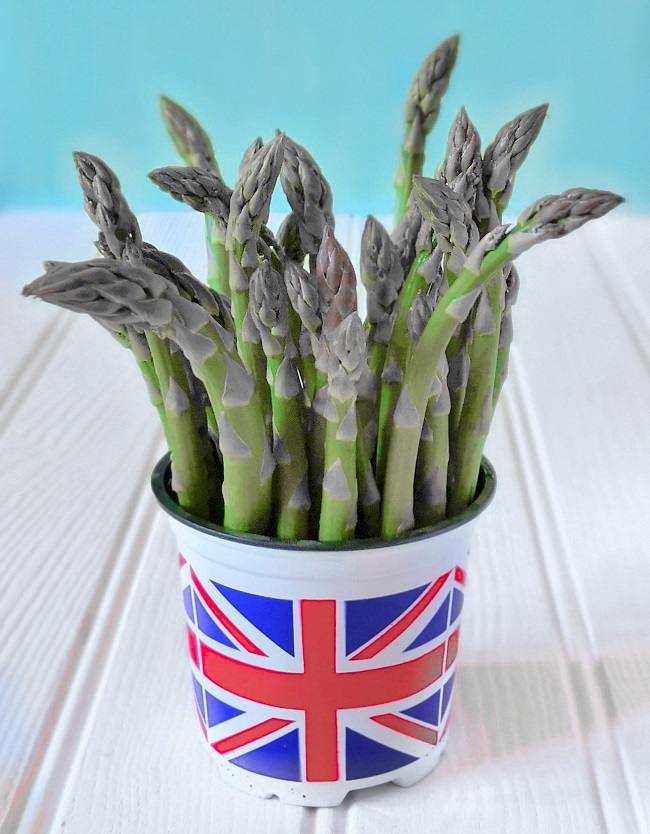 A_Union_Jack_design_pot_full_of_British_asparagus