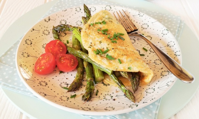 Egg-less_vegan_omelette_filled_with_roasted_British_asparagus