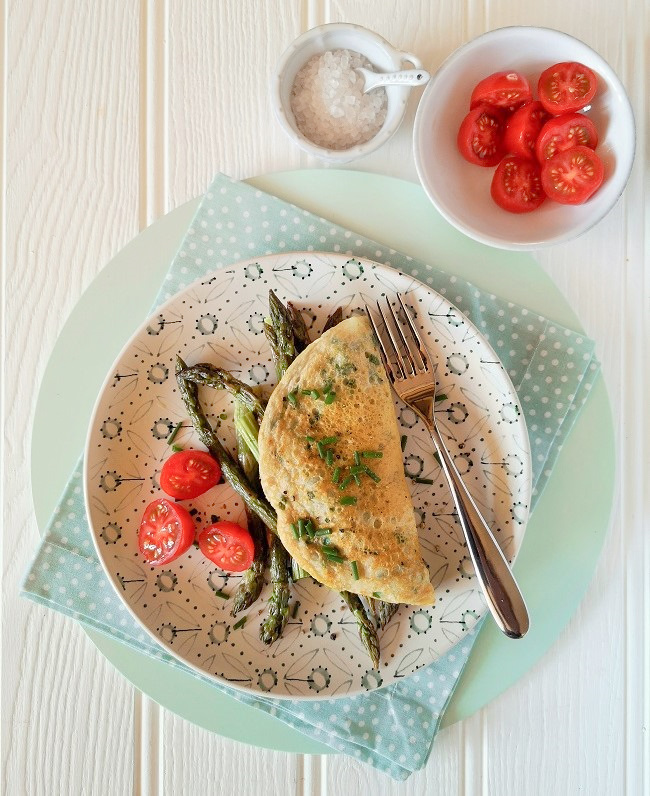 Eggless_omelette_filled_with_roasted_British_asparagus