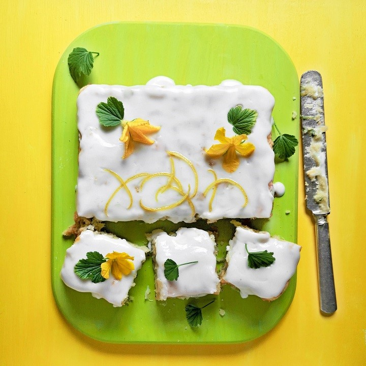 Overhead_image_of_lemon_and_cucumber_cake