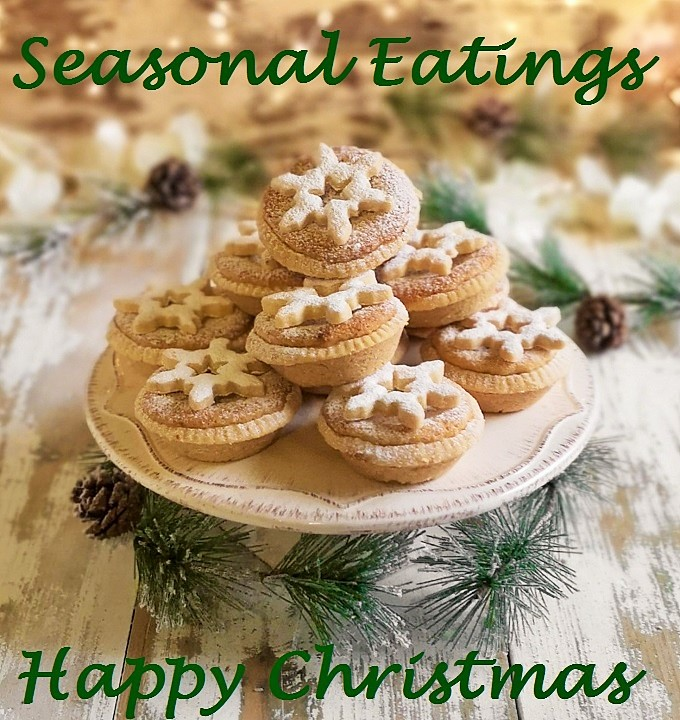 Pile_of_almond_topped_mince_pies_with_festive_greetings