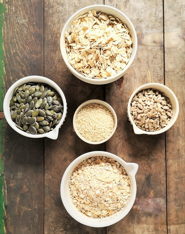 5_bowls_containing_different_oats_and_seeds